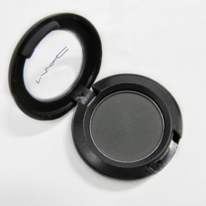 MAC-Soot-Eye-Shadow-Unboxed-c3687d12-167e-4d9d-8b9f-865d85c21d7b_320